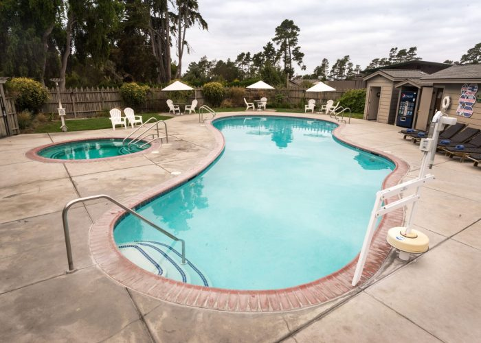 Cambria Pines Lodge pool and hot tub